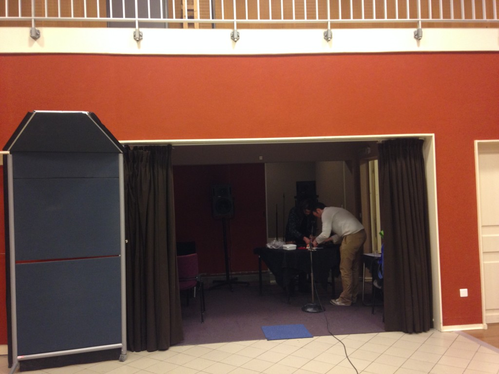 Noel Sarlaw et Benjamin Efrati jouant du Gugusophone